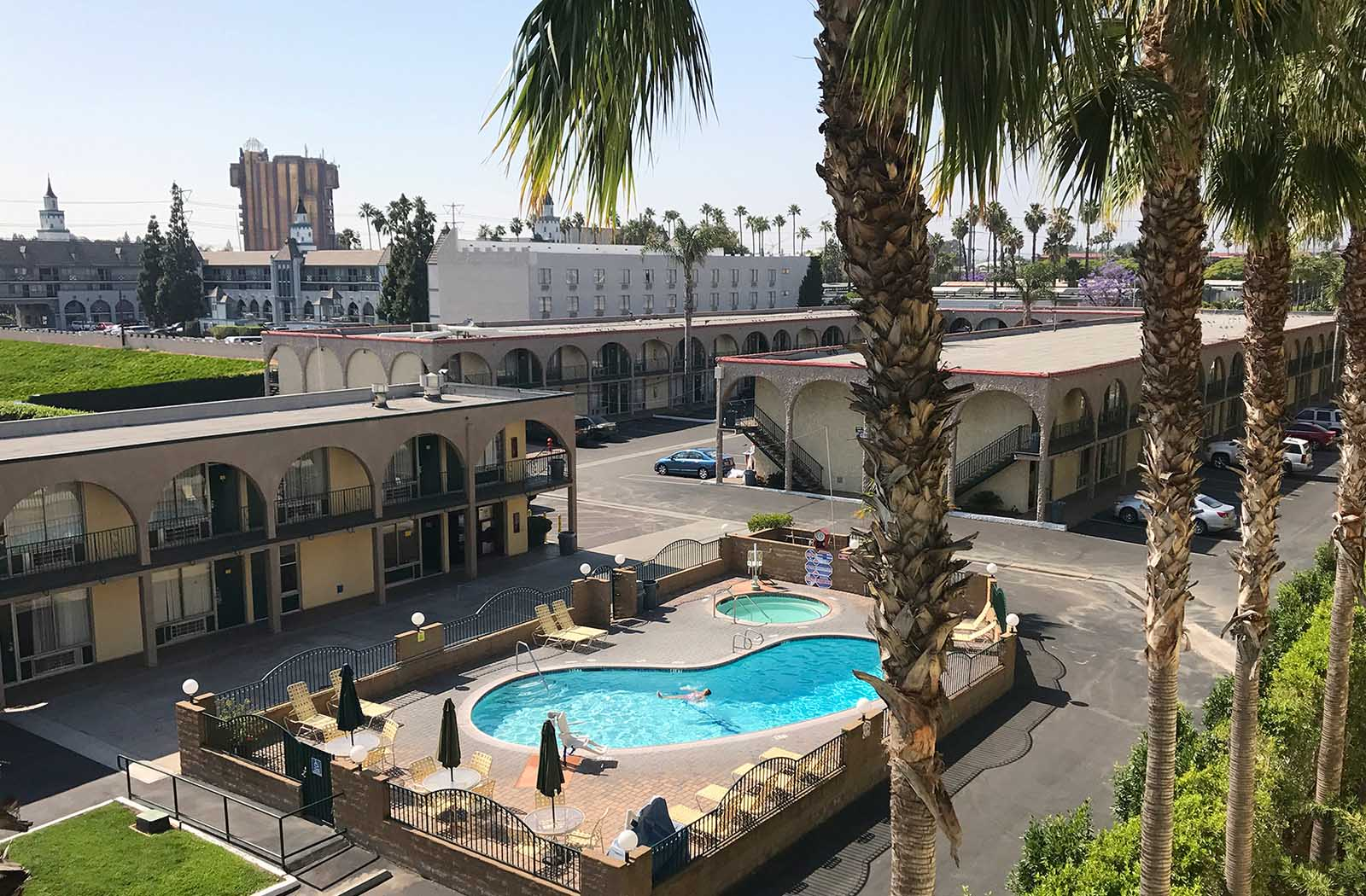 Kings-Inn-Anaheim-formerly-Super-8-Anaheim_0002_KingsInn-Anaheim-PoolAerial--Print.tif